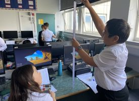 Year 7 fantastic start to science photo 02