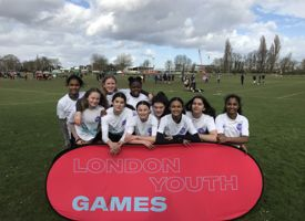 Y8 girls rugby team barnet photo 02